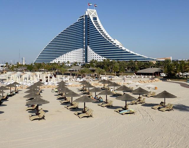 Maillots de bain homme : une tenue idéale sur la plage à Dubai